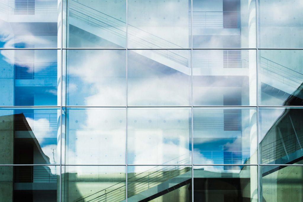 particolare di vetrata esterna