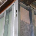 particolare della struttura interna in acciaio ai piani delle camere