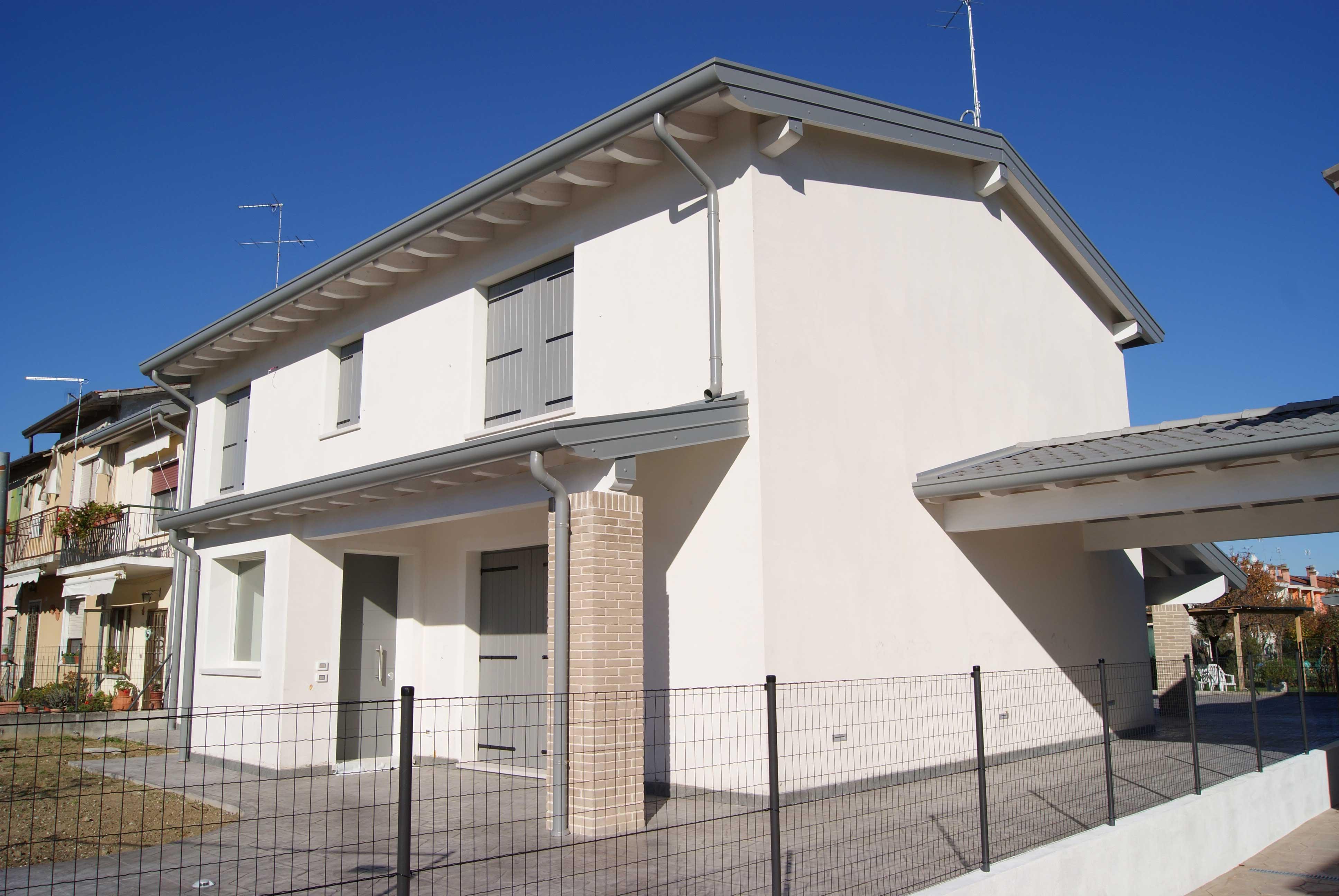 Vista frontale casa completata